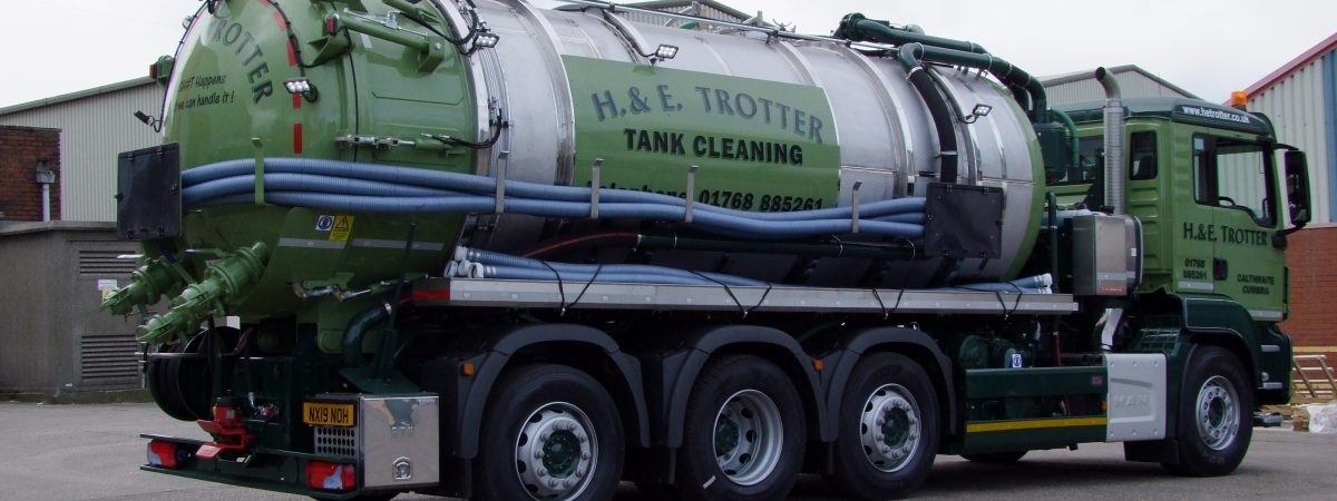 VACUUM TANKER WITH WASHDOWN